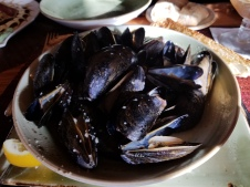 Steamed muscles in garlic and white wine